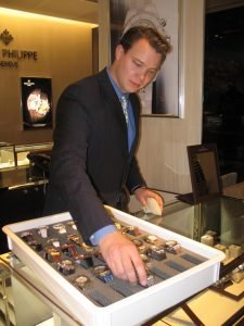 Storing watches comfortably in VCT35WR27 tray